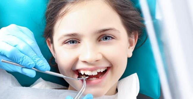 Лечить молочные зубы у детей ?