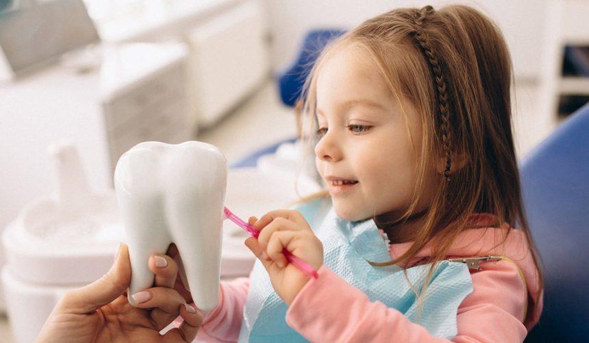 Кариес молочных зубов: лечить нельзя ждать?