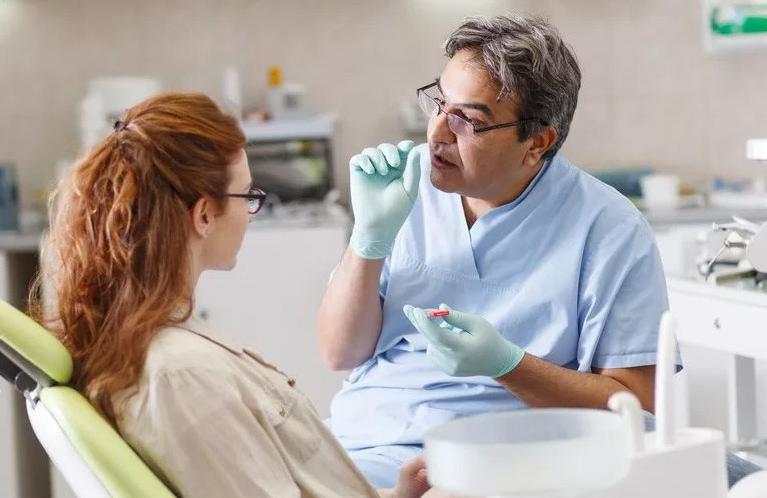 Взаимодействие пациента и стоматолога в процессе лечения